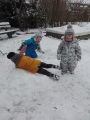 in-de-sneeuw-rollen